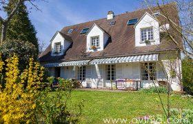 Grande maison familiale à 5 min du Lycée International, à 100 m du bus pour Saint Germain-en-Laye